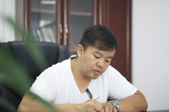 """六年六台挖机 邓老板是个""""山河迷"""""""