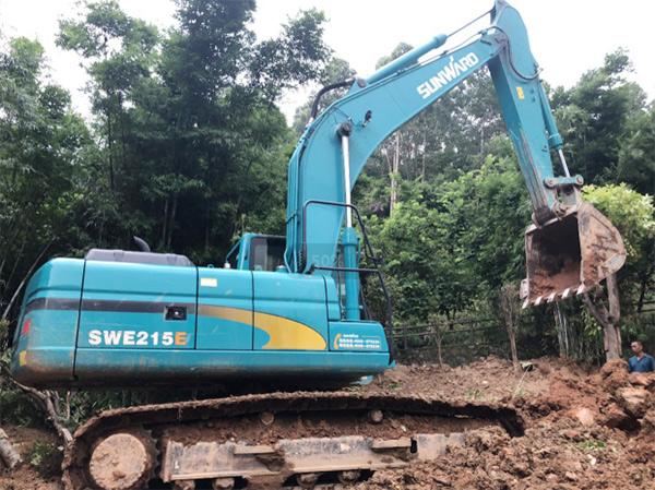 山河智能SWE 215E挖掘机是他的左膀右臂!
