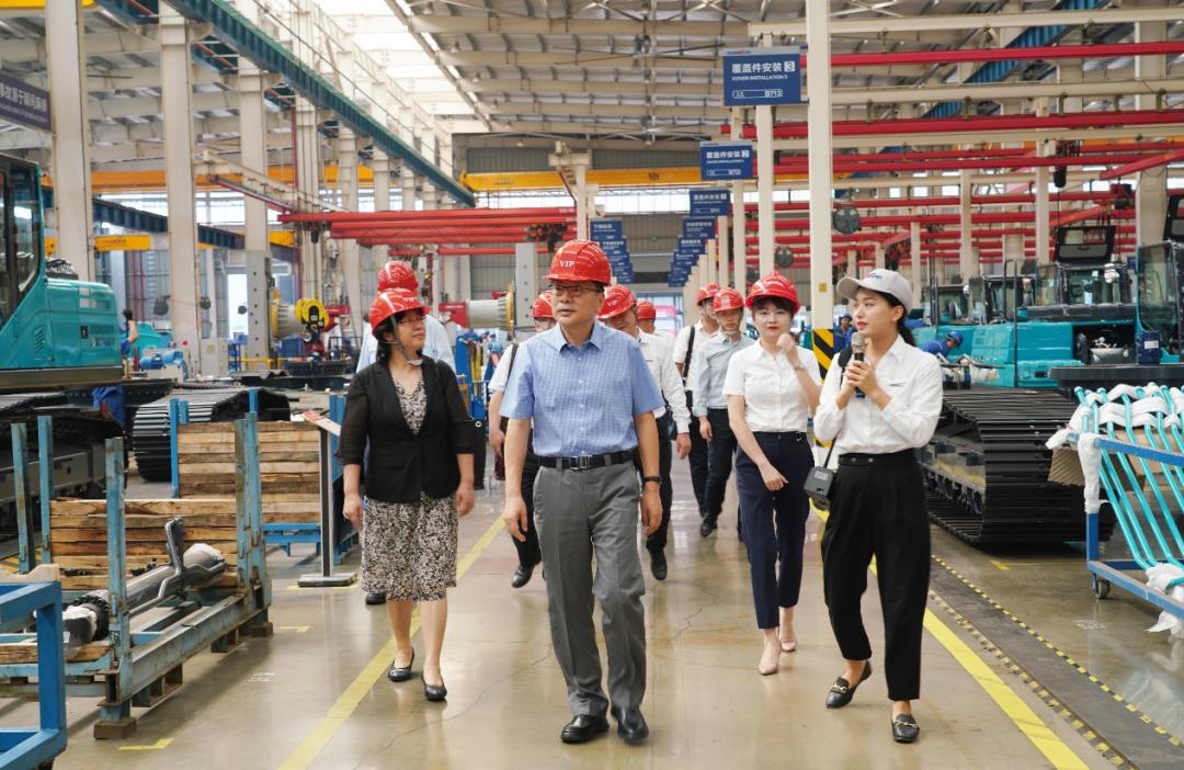中国出口信用保险公司领导一行调研山河智能
